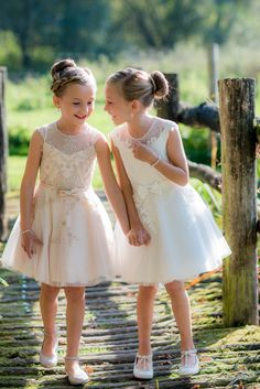 Flower Girl Outfits, Flower Girl Shoes, Flower Girl Gifts, Boy Outfits, Friends Like Sisters, Flower Girl Bracelets, Celine, Flower Girl Hairstyles, Cute Poses