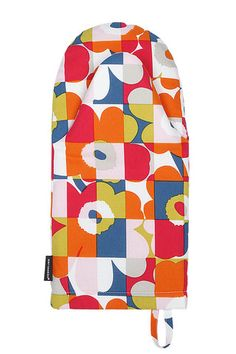 Marimekko Ruutu-Unikko Multicolor Oven Mitt Spice up your baking routine with this revamped classic. Maija Isola's iconic Unikko pattern is merged with a Ruutu (Check) motif as part of a mod reinterpretation by her granddaughter, Emma. Nordic Design, Modern Design, Marimekko Fabric, Oven Glove, Scandinavian Living, Kitchen Linens, Carpet Design, Fabric Swatches, Fabric Patterns