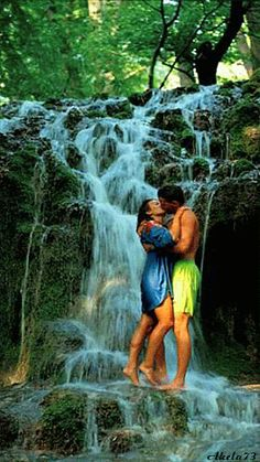 Buziak pod wodospadem - Kiss under a waterfall Gif's Romantic Gif, Romantic Pictures, Love You Images, Images Gif, Amazing Gifs, Gif Photo, Beautiful Gif, Couples In Love, Belle Photo