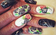 Diseños de uñas con rosas flores, diseño de uñas con rosas negras y rojas.   #uñas #unhas #uñasconbrillos