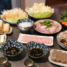 Homemade [nabemono] Japanese Hotpot: if there's one simple cooking method that crosses over nearly every Asian cuisine, then hotpot may be… Little Kitchen, Crosses, Eve, Japanese, Homemade, Cooking, Simple, Instagram, Food