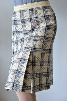 - Midi Skirts - Ideas of Midi Skirts Tartan Skirt Outfit, Skirt Outfits, Full Midi Skirt, Pleated Skirt, Midi Skirts, Skirt Images, Gingham Skirt, Spring Skirts, Tartan Plaid