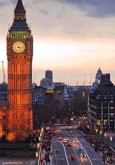 Traffic around Big Ben and the Houses of Parliament, Westminster, London. Click photo to see moving gif image. City Of London, London Street, Gobelins Paris, Big Ben, Places To Travel, Places To See, London Calling, Historical Sites, London England