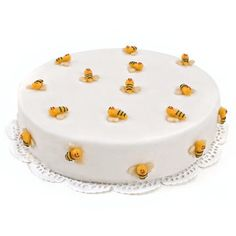 Nature Bees Cake  Price:  €28.65  This clear-sighted strawberries pie suits every party and everyone will remember as a contribution to a special day. A delicious cake filled with delicious cake and a creamy strawberry filling! 12 persons, ordered today, delivered tomorrow!
