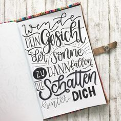 Letter Lovers beyzacreates – Lettering Spruch: Wende dein Gesicht der Sonne zu d… Letter Lovers beyzacreates – Lettering saying: Turn your face to the sun and the shadows will fall behind you. Brush Lettering, Hand Lettering, Diy Crafts To Do, Calligraphy Quotes, Calligraphy Tutorial, Scrapbook Sketches, Journal Inspiration, Decir No, Interview