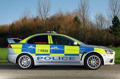 #Mitsubishi #Lancer Evolution X - Outra arma poderosa da polícia britânica na sua luta contra o crime é este Mitsubishi Lancer Evolution. Este carro atinge a estrada com 280cv e ao mesmo tempo ainda transporta até 5 pessoas, tornando-o num veículo realmente prático em situações normais de detenção.