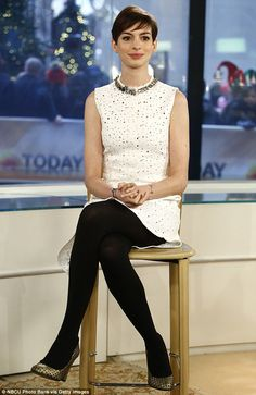 Anne Hathaway in a beautiful white dress and black tights. Nylons, Pantyhose Outfits, In Pantyhose, Beautiful White Dresses, Nice Dresses, Beautiful Women, Anne Jacqueline Hathaway, Black Opaque Tights, Cozy Fashion