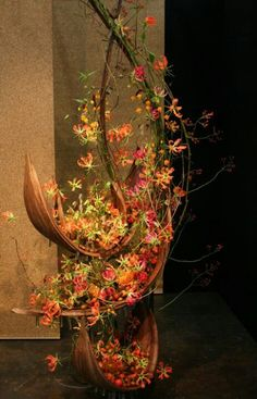 'Symphony in Blooms'! - Norwegian candidate Anne Kine Opstad Pettersson creates a magnificent structure with Gloriosa, during the second round of the European Floristry Championship 2011 in the Czech Republic Ikebana Arrangements, Modern Floral Arrangements, Ikebana Flower Arrangement, Design Floral, Deco Floral, Arte Floral, Flower Show, Flower Art, Unique Flowers