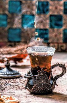 Coffee Time, Tea Time, Turkish Tea, Tea Glasses, Tea Art, Tea Ceremony, Tea Recipes, Drinking Tea, Afternoon Tea