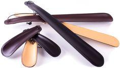 Leder-Schuhlöffel aus feinem Rindsleder in drei Farben und zwei Längen.
