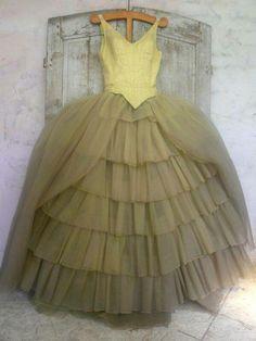 vintage ballet dress - Hang Me Up. Vintage Outfits, Vintage Dresses, Vintage Clothing, Fairy Godmother Costume, Godmother Dress, 1940s Fashion, Vintage Fashion, Cinderella Musical, Ballet Russe