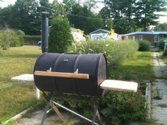 Construction barbecue à couvercle Barbecue Smoker, Grilling, Barbecue Weber, Four A Pizza, Table Cafe, Homemade Bbq, Construction, Outdoor Decor, Oui