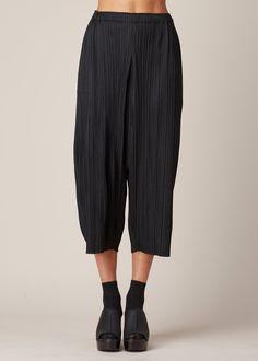 Issey Miyake PLEATS PLEASE Drop Crotch Cropped Pant (Black)