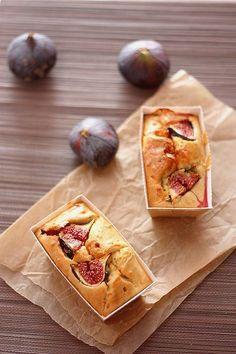 Ce cake figue et chèvre se déguste à l'apéro, comme en entrée ou lors d'un pique-nique ! Réalisé avec des figues fraîches, il est encore meilleur !