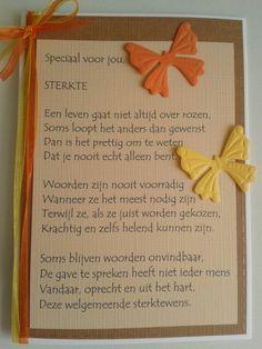 Sterktekaart met vlinders en tekst.