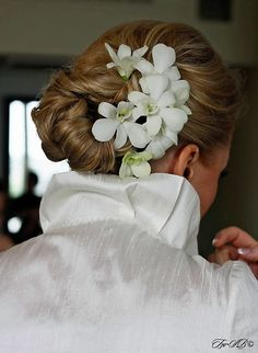 Low Bride style with flowers (perfect for thick hair)