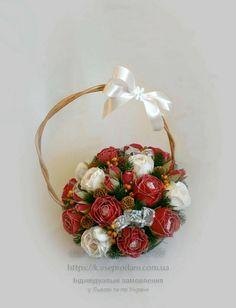 Зимовий кошик з трояндами - чудовий новорічний подарунок!