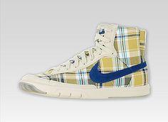 Nike Women's Blazer Mid Retro Basketball Shoes