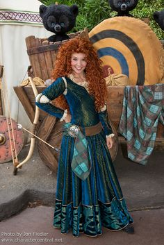 Princess Merida is the protagonist of Disney/Pixar's 2012 animated feature film, Brave. She is a Scottish princess and the daughter of Queen Eleanor and King Fergus. Merida is the eleventh official Disney Princess and the first to originate from Pixar. Brave Merida, Merida Disney, Walt Disney, Cute Disney, Disney Trips, Disney Parks, Disney Magic, Merida Cosplay, Disney Cosplay