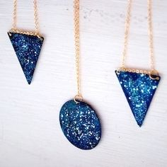 Diy Galaxy Necklace Diy Galaxy Necklace · How To Make A Necklace · Jewelry on Cut Out + Keep. Diy Galaxie, Colar Diy, Diy Necklace, Pendant Necklace, Blue Necklace, Diy Collier, Nail Polish Crafts, Do It Yourself Jewelry, Diy Accessoires