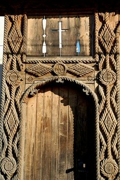 Carved gate, Maramures.Romania Wooden Crosses, Door Detail, Wooden Gates, Environment Design, Traditional House, Wood Carving, Romania, Interior Architecture, Egypt