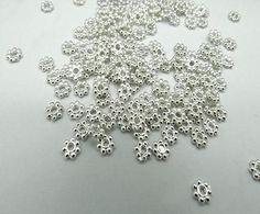 200pcs-Lots-HOT-Tibetan-Daisy-Spacer-Metal-Beads-4mm-Jewelry-Making-Wholesale
