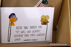 schöne Karte zum Muttertag. Mit gepressten Blumen und handbeschrieben.