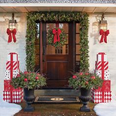 It is possible to also use Christmas lights to get your door pop out during night time. Christmas door decorations leave the very first impression Christmas Front Doors, Christmas Door, Christmas Balls, Christmas Crafts, Christmas Greenery, Christmas Porch Ideas, Outdoor Christmas Wreaths, Christmas Movies, Christmas Vacation
