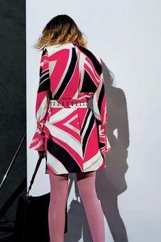 Guarda la sfilata di moda Emilio Pucci a Milano e scopri la collezione di abiti e accessori per la stagione Pre-Collezioni Autunno-Inverno 2017-18.