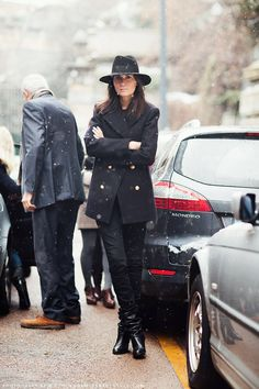 Emmanuelle Alt. That hat! #fashion #streetstyle #black