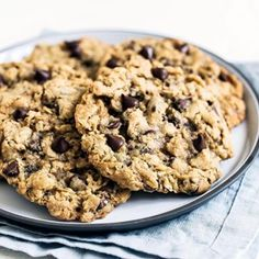 🍪 These chewy and soft Oatmeal Chocolate Chip cookies are bursting with ooey gooey chocolate goodness that everyone will love 🙌🏻 Clickable… Oatmeal Raisin Cookies, Best Chocolate Cake, Oatmeal Chocolate Chip Cookies, Healthy Chocolate, Chocolate Recipes, Dessert Chocolate, Chocolate Heaven, Chocolate Chips, Yummy Oatmeal
