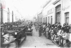 Carranza en auto al Teatro Iturbide