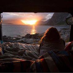 WANT TO SLEEP NEXT TO THW SEA <3