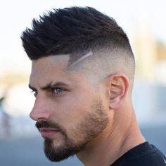 Faux Hawk Fade - Best Men's Hairstyles: Cool Haircuts For Men. Most Popular Short, Medium and Long Hairstyles For Guys Mens Hairstyles With Beard, Cool Mens Haircuts, Popular Haircuts, Hairstyles Haircuts, Cool Hairstyles, Fade Haircut For Men, Guy Haircuts, Asian Hairstyles, Beard Styles
