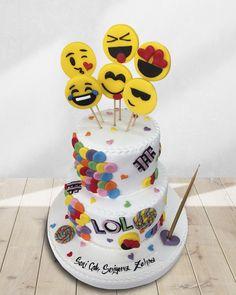 Hayatımıza renk katan emojileri afiyetle yemeye hazır mısınız?😂 Emoji pastalarınızı, seçtiğiniz emojilerle süsleyebilen harika pasta şeflerimiz var! Siz en sık hangi emojiyi kullanıyorsunuz🥳 Dünya Emoji Günü kutlu olsun! 🙃 Telefonla Sipariş: 0(212) 579 11 01 WhatsApp Sipariş: 0(532) 673 09 28 #YağcıoğluPastaneleri
