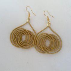 Brinco feito de capim dourado, Capim-dourado é uma espécie de capim endêmica…