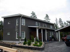 Tummaa harmaata Garage Doors, Cottage, Outdoor Decor, Home Decor, Homemade Home Decor, Casa De Campo, Cabin, Cottages, Decoration Home