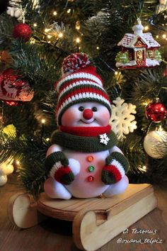 Crochet ideas that you'll love Easy Homemade Christmas Gifts, Easy Christmas Crafts, Felt Christmas, Christmas Snowman, Simple Christmas, Homemade Gifts, Christmas Ornaments, Handmade Christmas Decorations, Holiday Decor