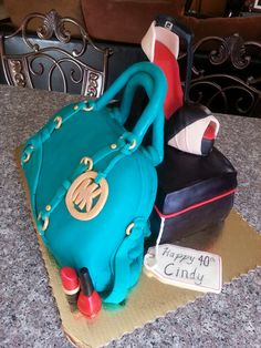 #MichaelKors Normally I dont think there will be the outfit of Michael Kors until I find it. Dont miss this god given chance! #MKBags Some of them just cost $33.99 in this store and you worth owning.<<<<did you realize this is a cake? Wtf