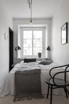 15 Tiny Bedrooms To Inspire You | Bedroom small, Studio apartment ...
