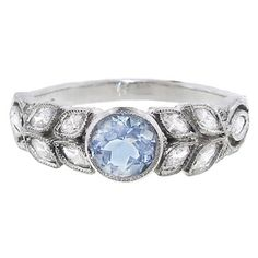 Cathy Waterman Small Aquamarine Garland Ring (370.425 RUB) ❤ liked on Polyvore featuring jewelry, rings, accessories, jew, blue, leaves jewelry, band rings, aquamarine rings, blue jewelry and leaf ring