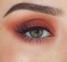 Gorgeous burnt orange / brown eyeshadow look with winged / extended shadow
