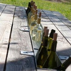 - Maybe Larry can find an old picnic table and do this. Picnic table with the a wine chiller built in.replace the center board with a metal gutter and fill with ice, brilliant idea! Outdoor Spaces, Outdoor Living, Outdoor Decor, Outdoor Life, Outdoor Ideas, Outdoor Projects, Home Projects, Garden Projects, Palette Deco