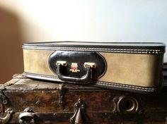Vintage Leeds Travelwear Corporation New York NY Luggage Suitcase Olive Green