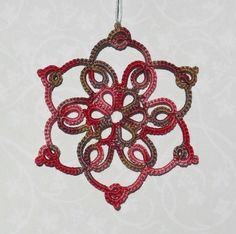 Le Blog de Frivole: Mmmm... Grape Snowflake?? I love htis womans tatting