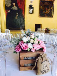 Centro de mesa Caja de Madera con flores en tonos pasteles