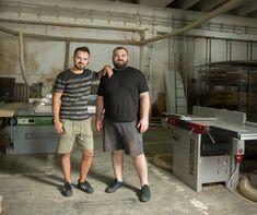 Alexandru Cuibus și Tudor Pop de la WOOD ERA, muzicieni de profesie, au moștenit pasiunea pentru lemn.    S-au născut în familii de tâmplari, dar au învățat bazele tâmplăriei în SUA. S-au întors în țară și și-au deschis un atelier pentru recondiționarea mobilei, după care au început să facă producție. Acum realizează mobilier din lemn masiv pe structuri metalice pentru restaurante și cafenele.