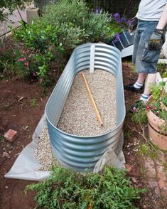 A wicking bed is like a big self-watering pot, with a reservoir built in under the bed that delivers water to the root zone via absorption or 'wicking' Sloped Garden, Raised Garden Beds, Raised Beds, Raised Gardens, Garden Troughs, Veg Garden, Potted Garden, Forest Garden, Garden Trellis