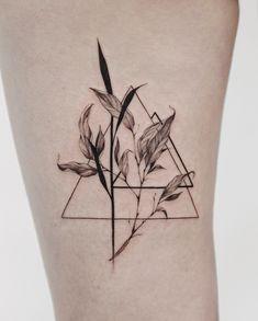 Ideas Tattoo Lotus Dotwork Ink For 2019 Thigh Piece Tattoos, Chest Piece Tattoos, Pieces Tattoo, Body Art Tattoos, Hand Tattoos, Popular Tattoos, Trendy Tattoos, Unique Tattoos, Tattoos For Guys