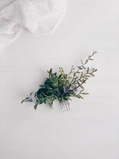 Diy Bridal Hair, Floral Wedding Hair, Wedding Hair Clips, Wedding Hair Flowers, Headpiece Wedding, Wedding Hair Pieces, Floral Hair, Flowers In Hair, Green Wedding